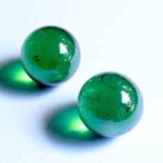 Glasmurmeln grün irisierend...
