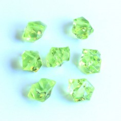 Acrylsteine hellgrün 10 - 14 mm